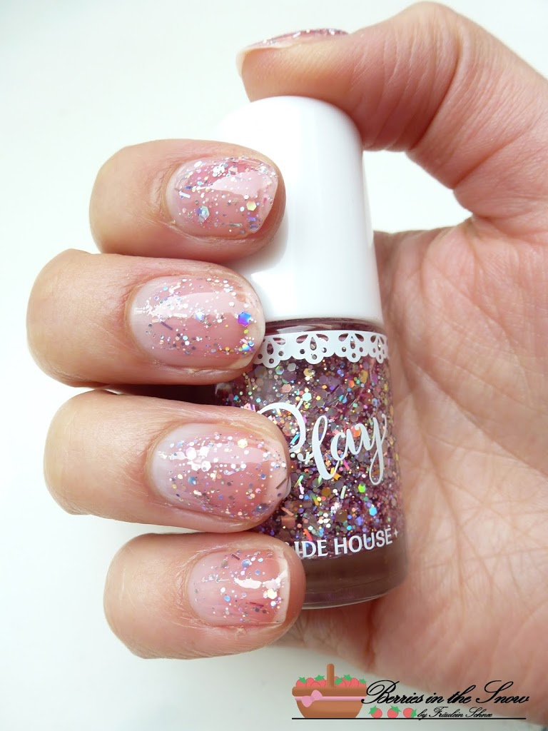 Review: Etude House Play Color Nails - Berries in the Snow